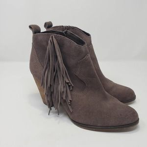 Steve Madden Ponncho Tan Suede Leather Fringe Ankle Boots Size 8.5 M Booties Zip